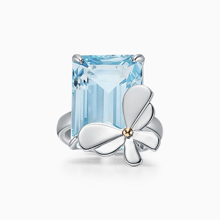 Return to Tiffany™ Love Bugs 系列:纯银和 18K 玫瑰金镶嵌蓝色托帕石蝴蝶戒指