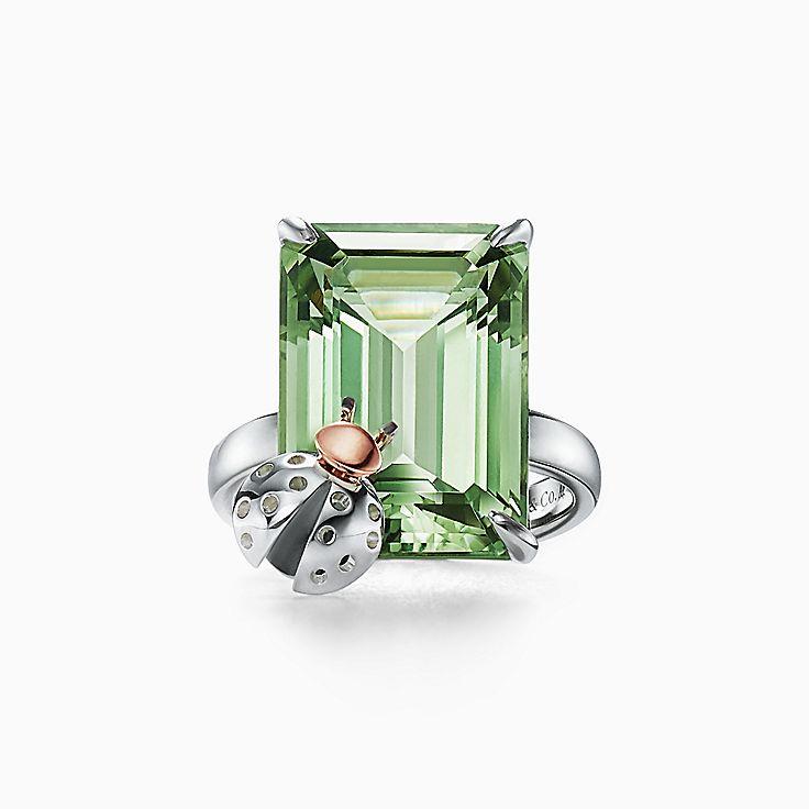 Return to Tiffany™ Love Bugs 系列:纯银和 18K 玫瑰金镶嵌绿水晶瓢虫戒指