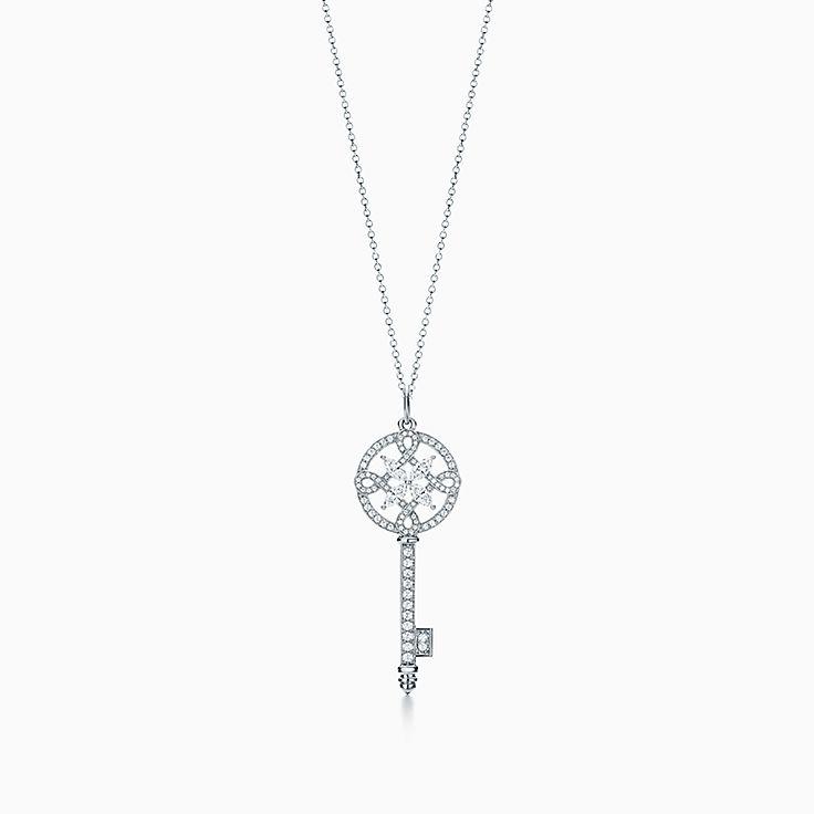 Tiffany Keys 系列:Tiffany Victoria™ 圆形钥匙吊坠
