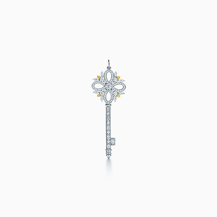 Tiffany Keys 系列:Tiffany Victoria™ 钥匙吊坠