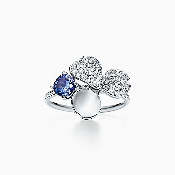 Tiffany Paper Flowers™ 花韵系列:镶嵌钻石及坦桑石花朵戒指