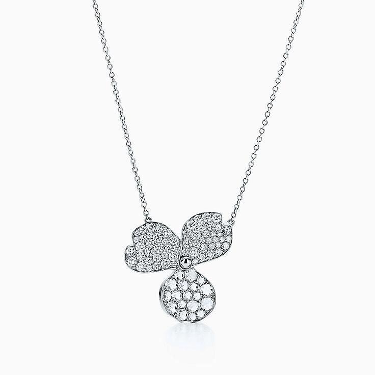 Tiffany Paper Flowers™ 花韵系列:铺镶钻石花朵项链