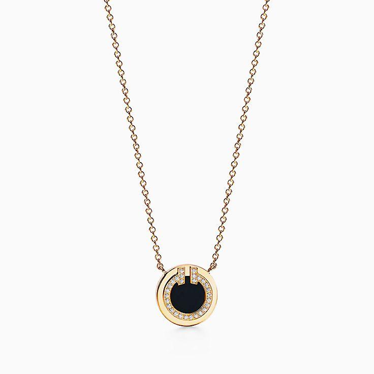 Tiffany T 系列:18K 黄金镶嵌黑色缟玛瑙和钻石 T Two 圈形项链,40.6-45.7 厘米