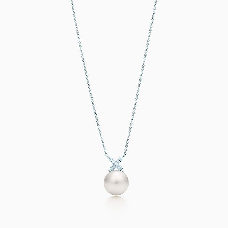 Tiffany Victoria™ 系列:珍珠和钻石项链