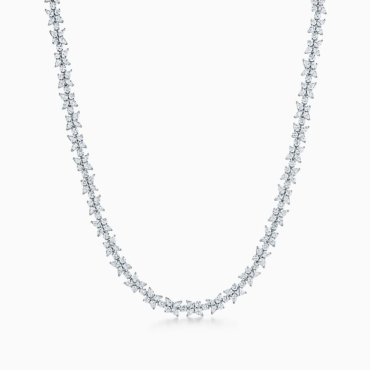 Tiffany Victoria™ 系列:花簇项链