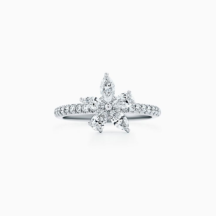 Tiffany Victoria™ 系列:花簇戒指